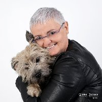 profil de dina1